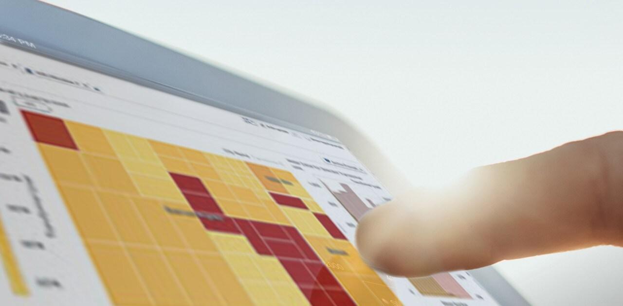 tablet-pointing-at-visual-statistics