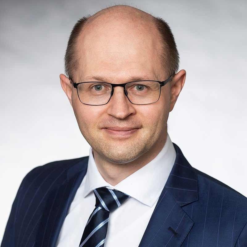 Alexej Freund, Accenture