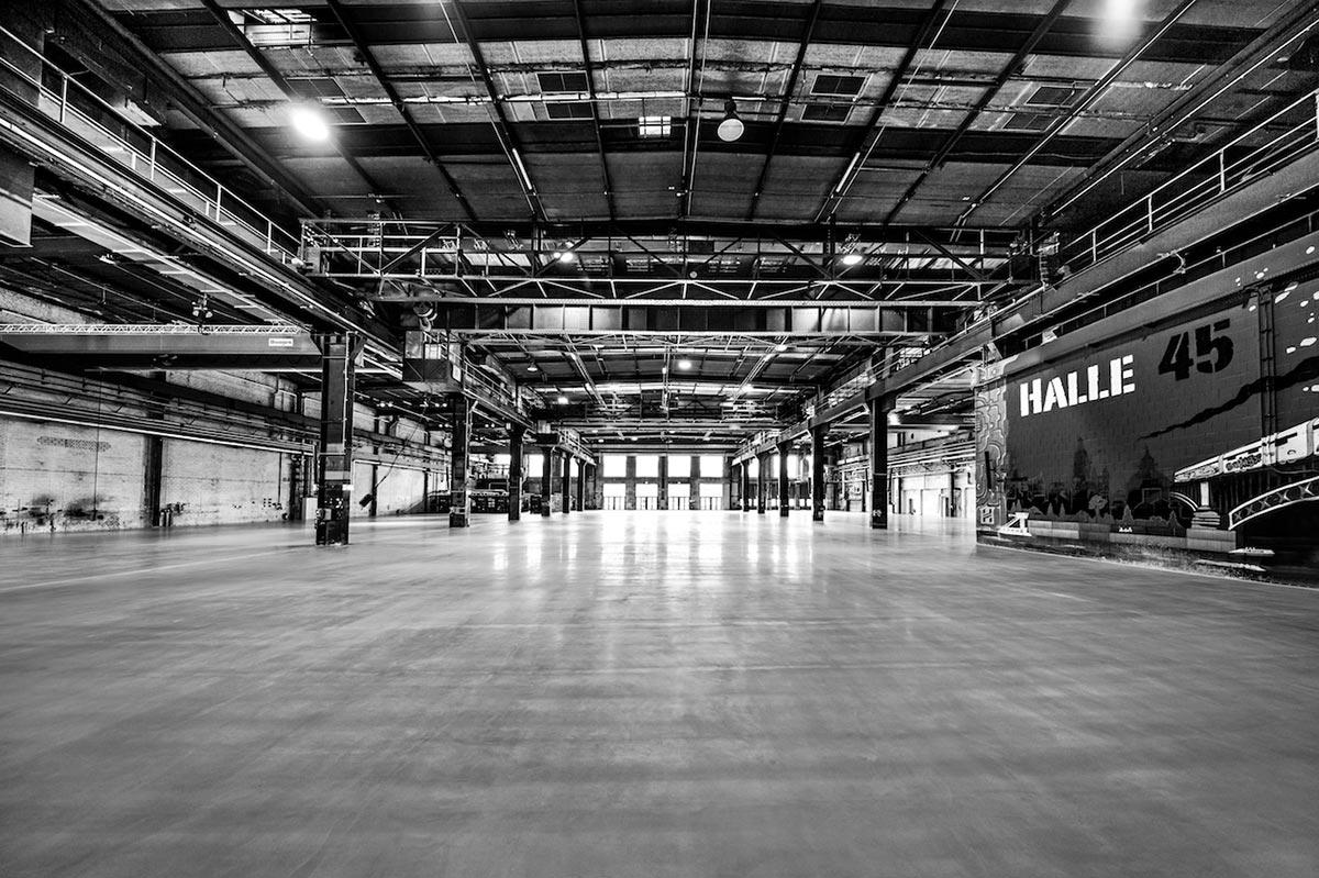 Halle 45 Empty Hall b/w
