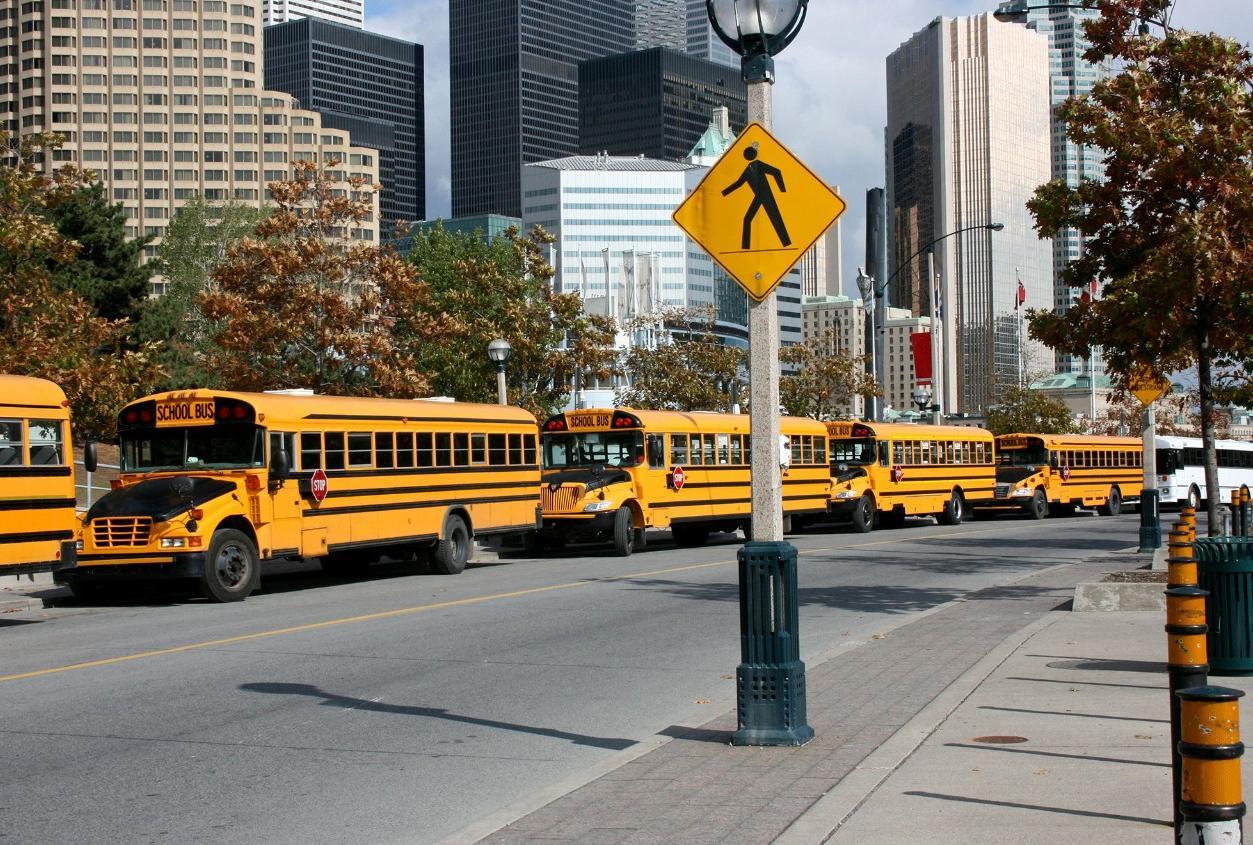 Schulbusse unterwegs