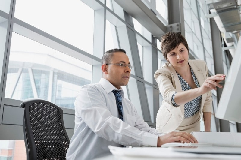 business-woman-pointing-at-computer-screen