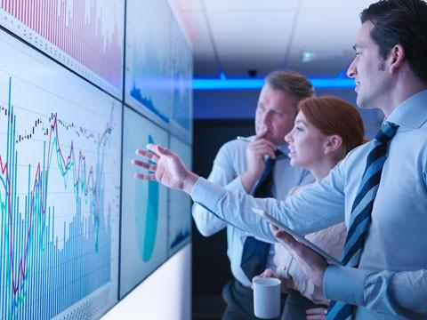 business-people-graphs-screen-m