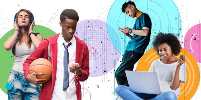 Professeur debout au milieu de sa classe