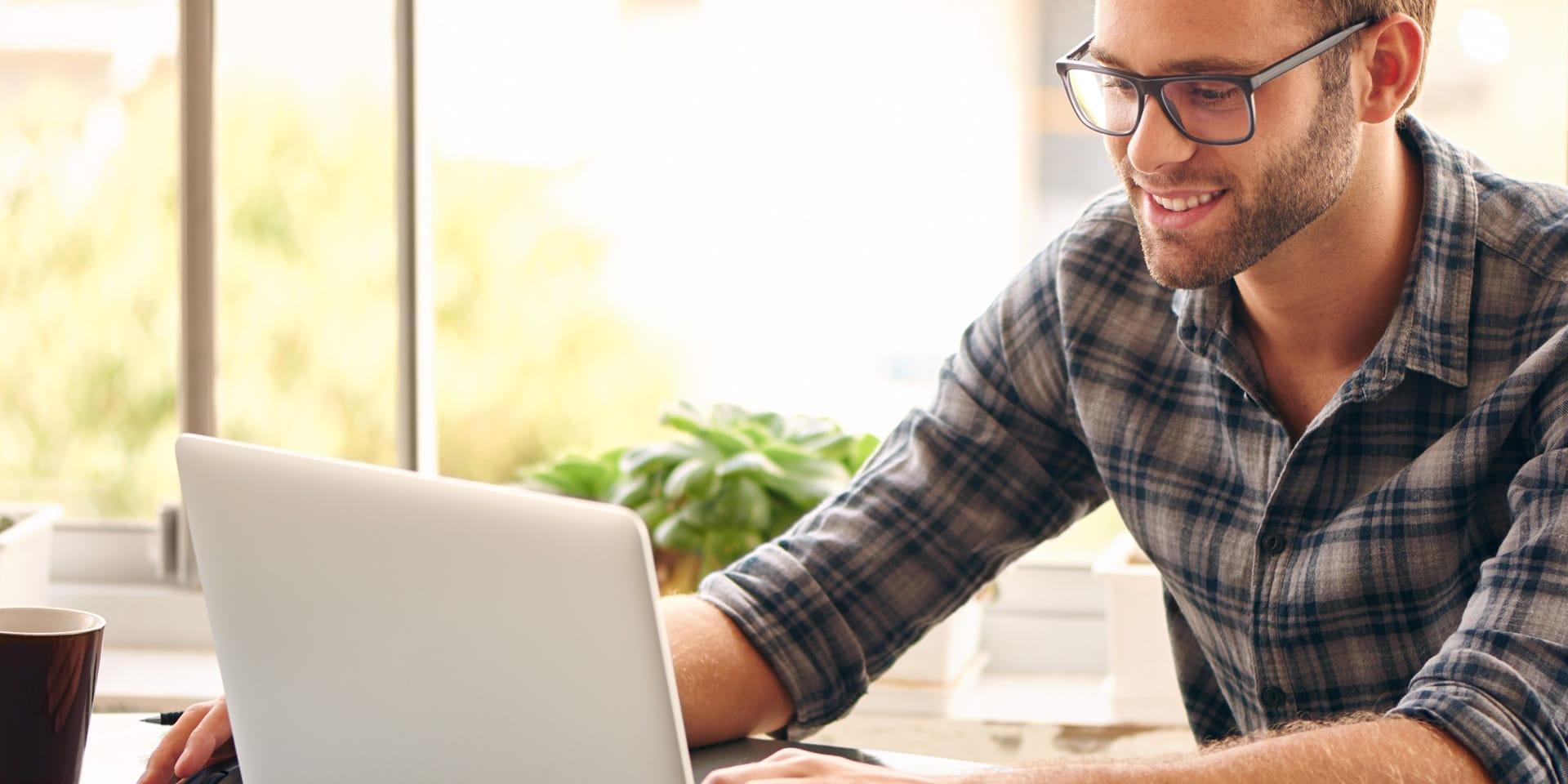 Man shopping online on laptop