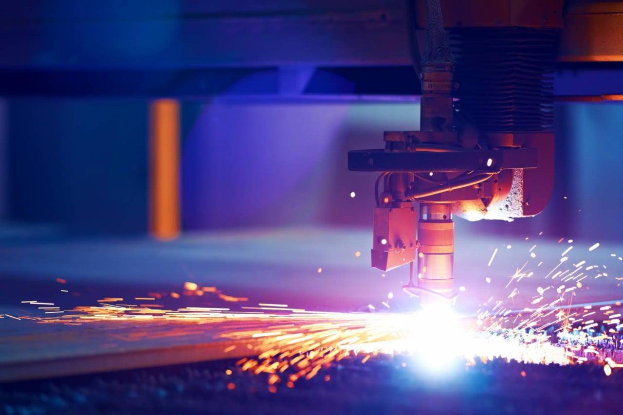 Cutting metal by plasma laser