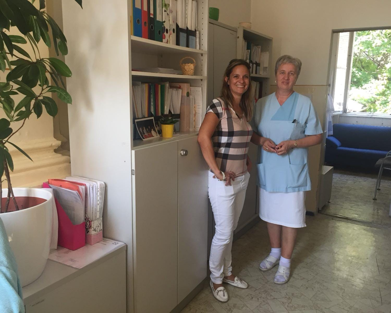 Orsolya Kasza from SAS Hungary presenting a donation to Children's hospital in Budapest