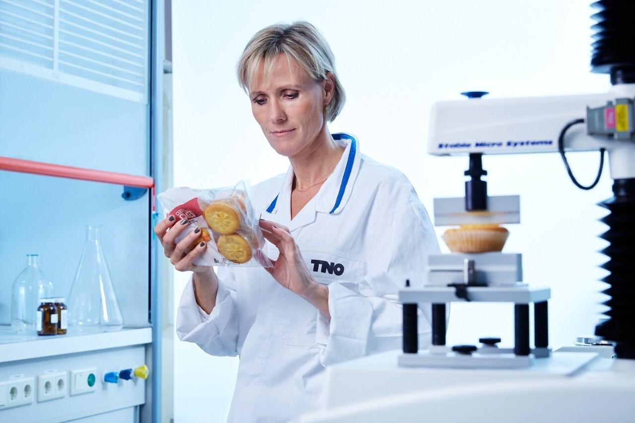 woman in laboratorium