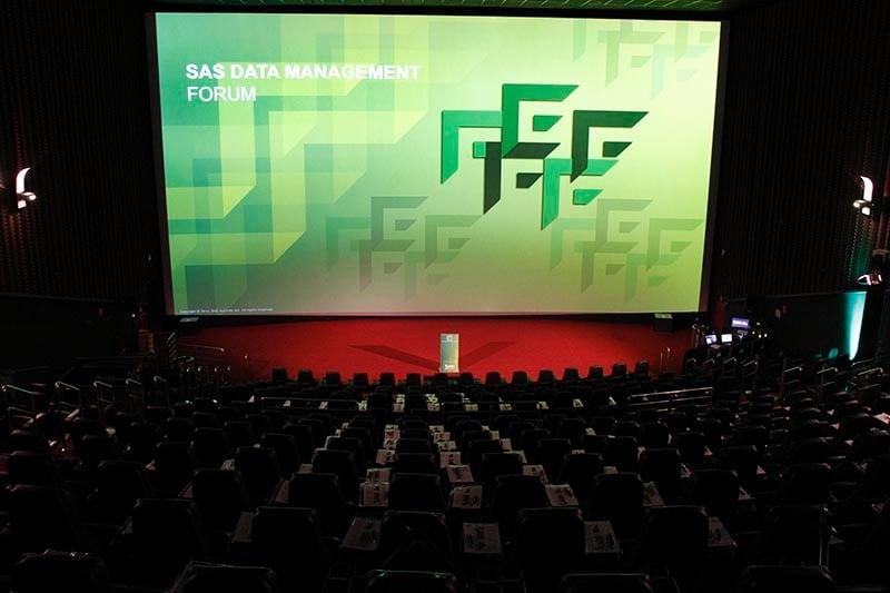 SAS Data Management Forum - Foto da sala de cinema. Pronta para receber os participantes.