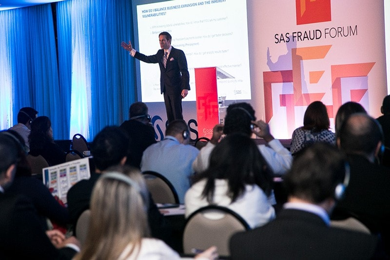 Stu Bradley no palco do SAS Fraud Forum