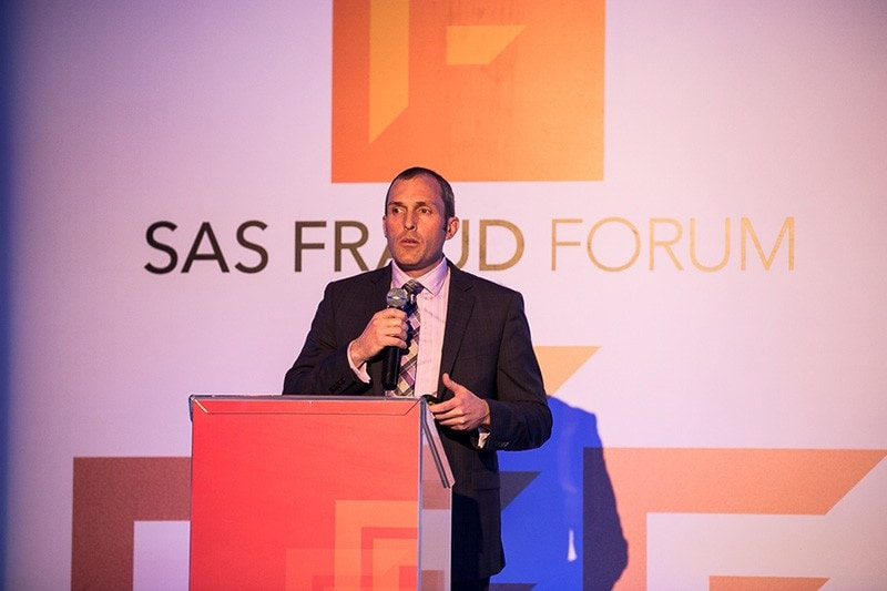 Dan Donovan no palco do SAS Fraud Forum