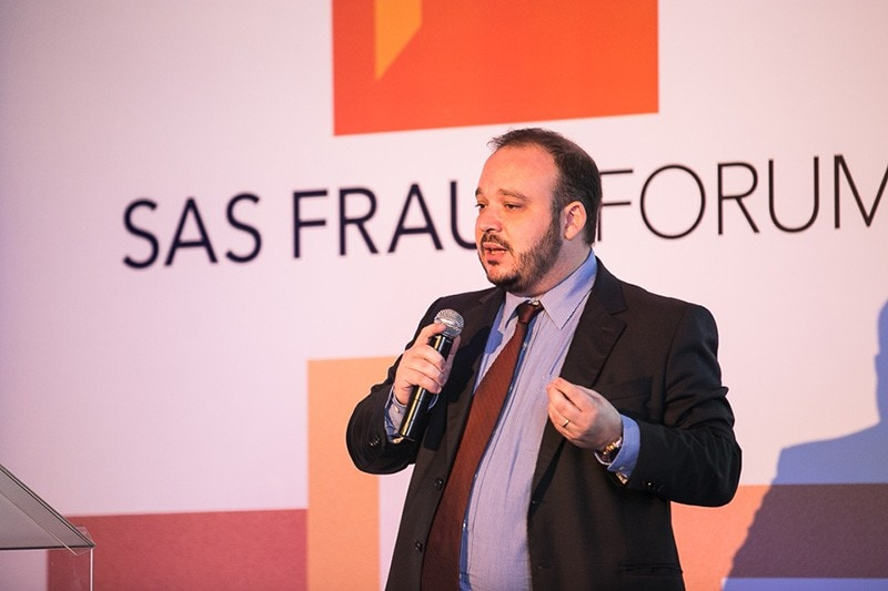 Ricardo Saponara no palco do SAS Fraud Forum