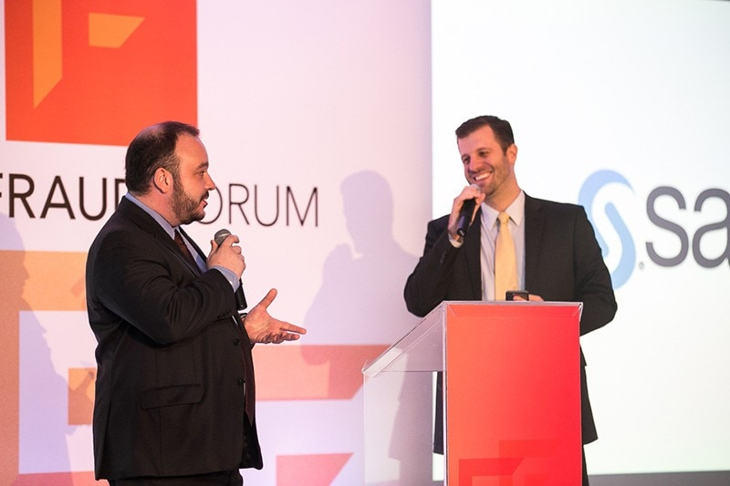 Carlos Sovegni e Ricardo Saponara no palco do SAS Fraud Forum