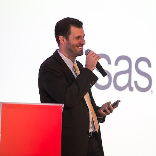 Carlos Sovegni no palco do SAS Fraud Forum