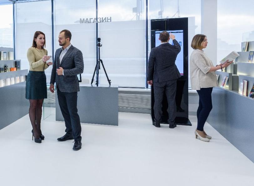People choose products in SAS Innovation Center Russia