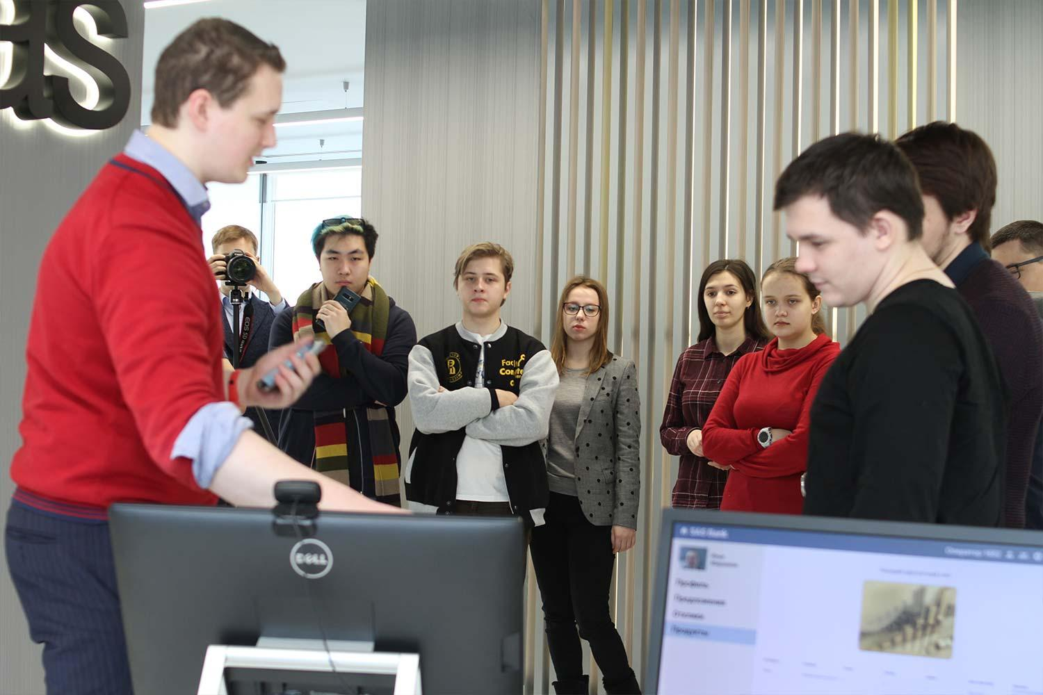 SAS employee shows students demo
