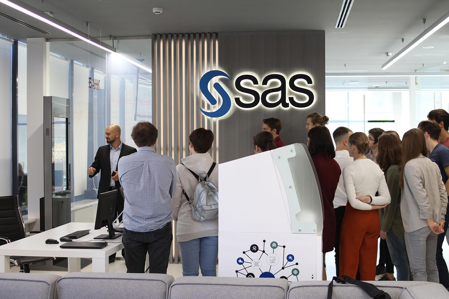 SAS Employee shows students SAS Software