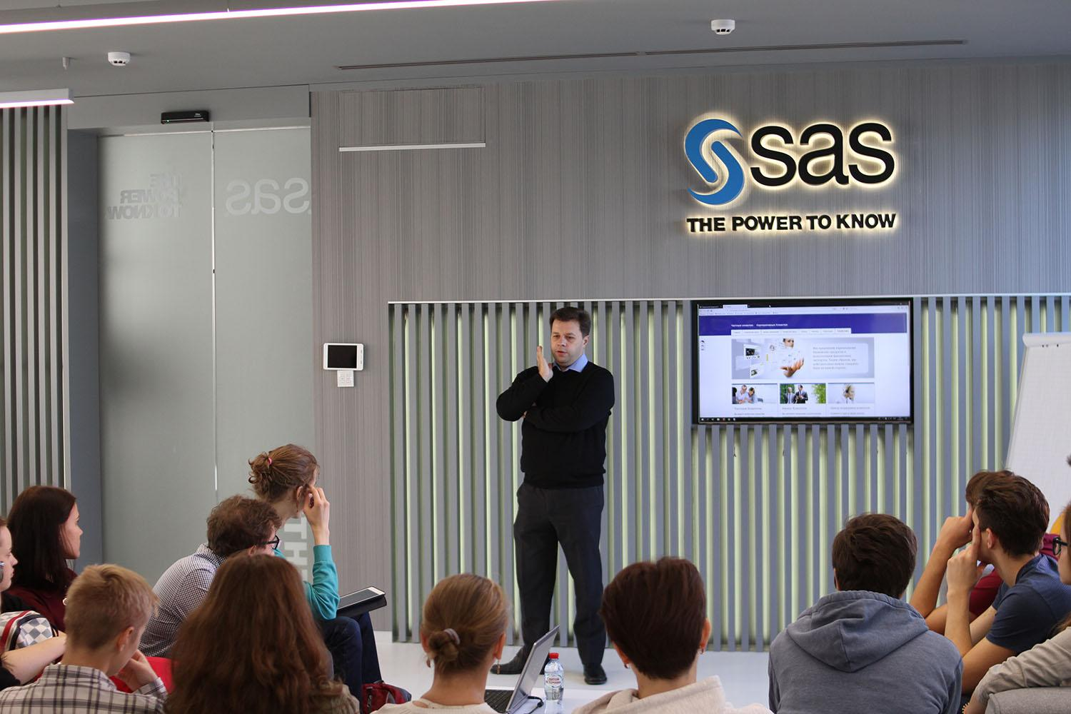 Lecture speaks to the students in SAS Russia office