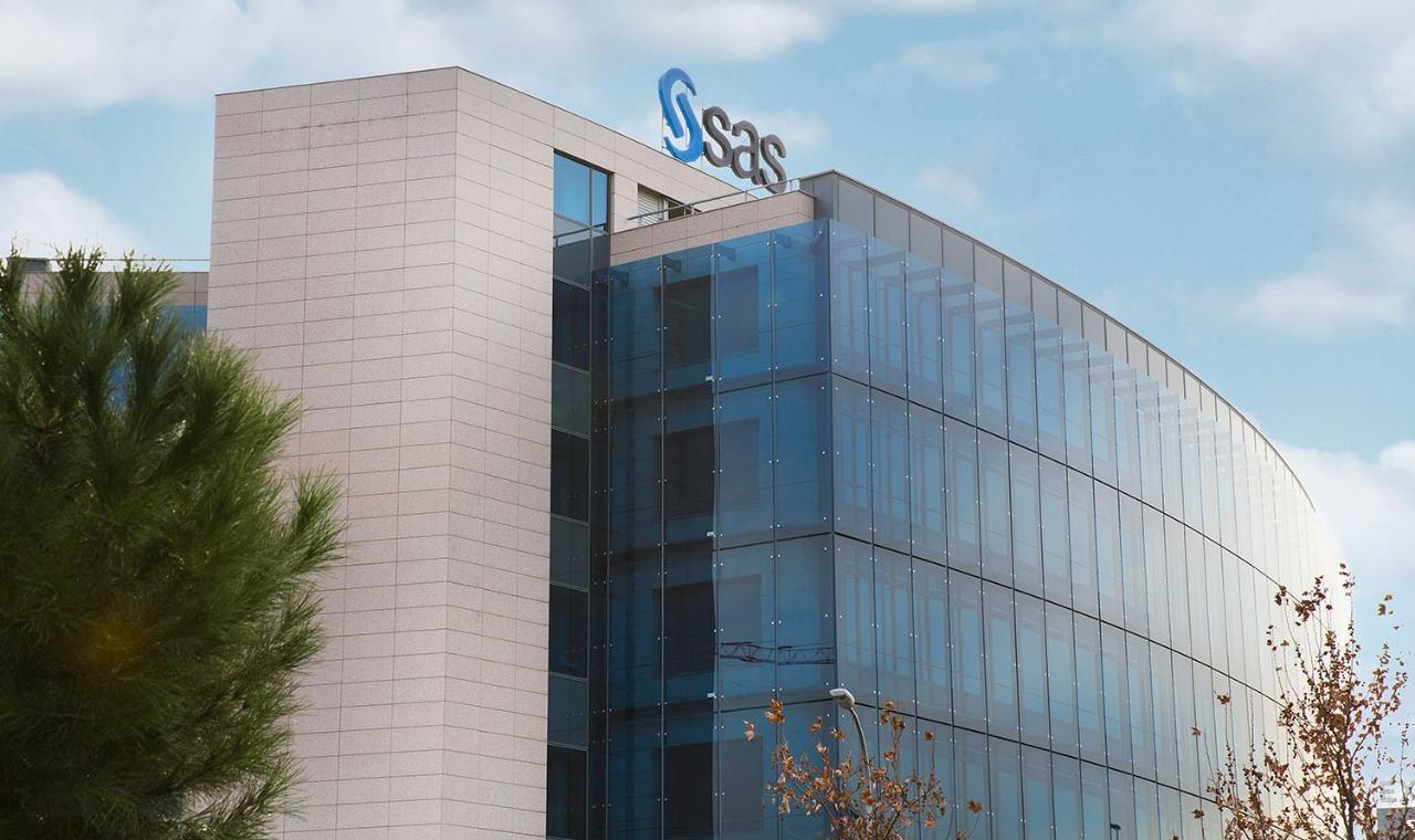 SAS Madrid building day view
