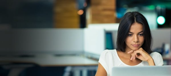 Brunette woman in front of a computer screen