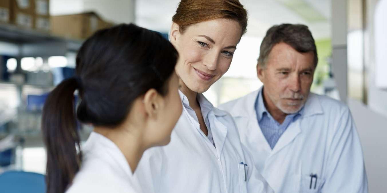 Doctors discussing results on laptop